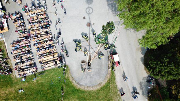 Maibaumaufstellen der Gemeinde Wienerwald