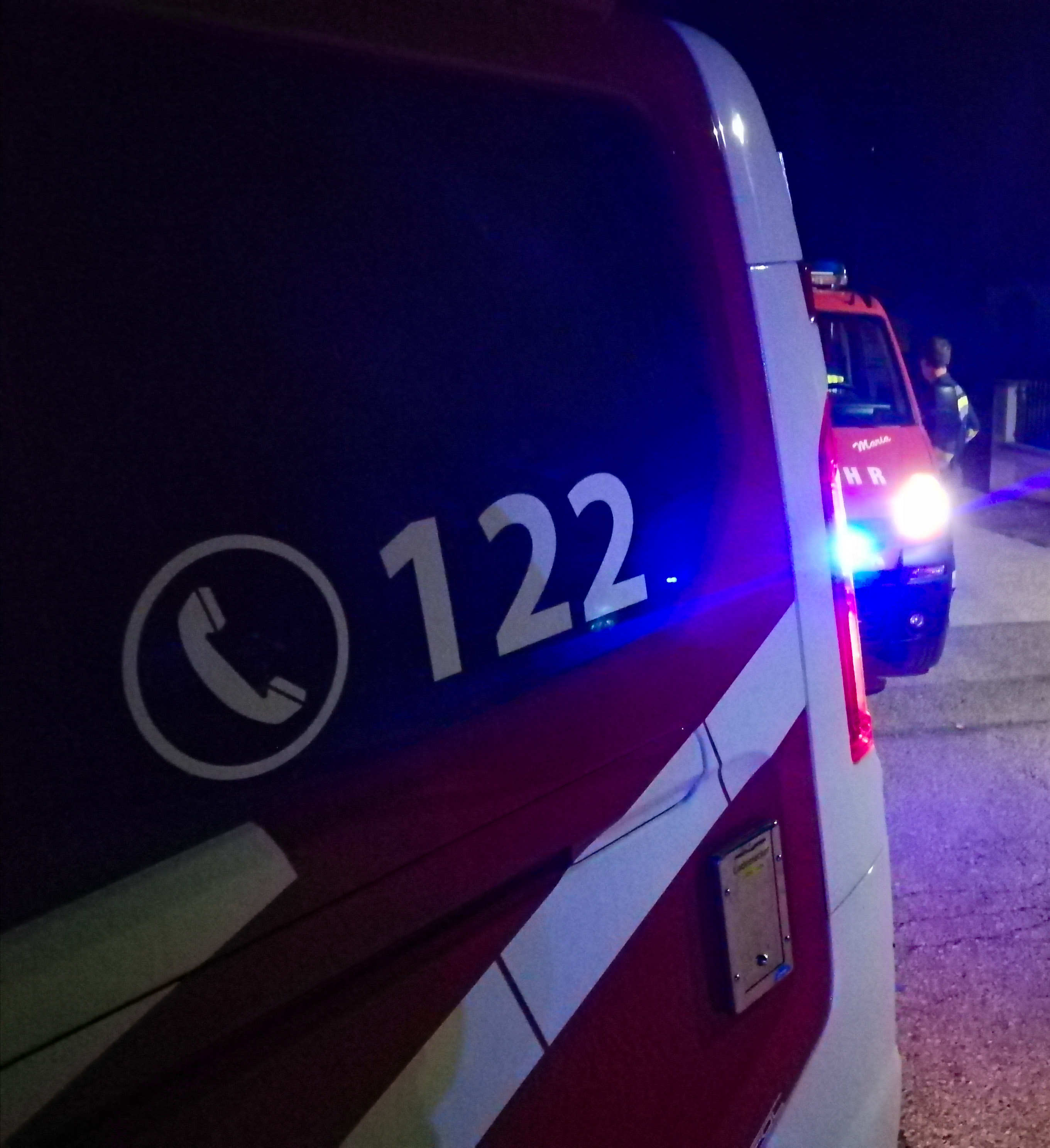 Verkehrsunfall mit mehreren eingeklemmten Personen